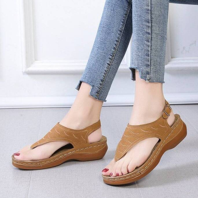 2021 New Women's Sandals Summer Clip Toe Wedges Thong Shoes Platform Buckle Casual Ladies Beach Shoes Rome Sandals Size 35-43 Women Shoes Women's Sandals