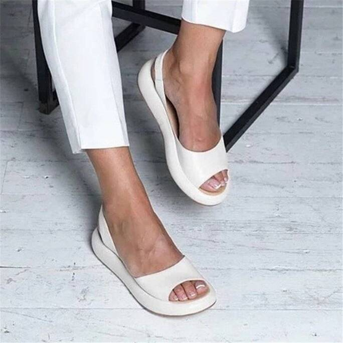New Flat Sandals Women Casual Slippers Plus Size Female Outdoor Slippers Fashion Beach Shoes Thick Sole Sandals Summer Slippers Women Shoes Women's Sandals